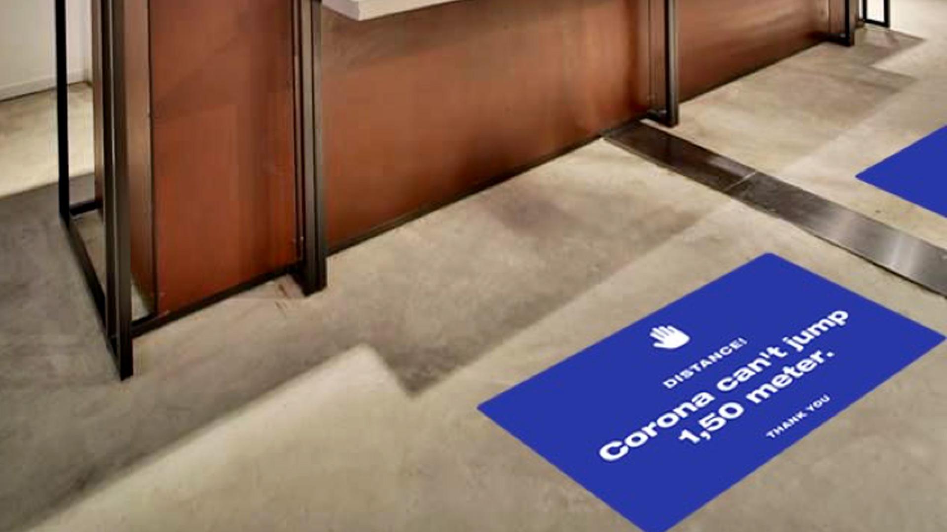 Corona Protection Tools, Schutzmaßnahmen, Retail Lösungen, Social Distancing, Floor Stickers, Raumtrenner, Bodenbeklebungen, Desinfektionsschutz Infektionsschutz